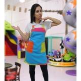 avental colorido de buffet