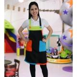 avental colorido para festa infantil