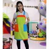 avental colorido para monitor infantil