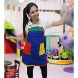 avental colorido de monitor infantil Jaçanã