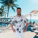 camisas floridas havaianas para garçom de praia Santana